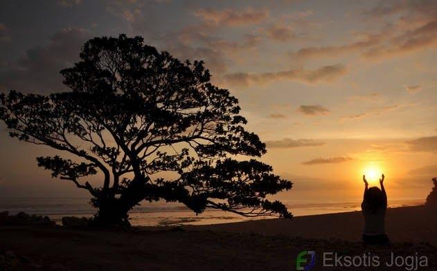 pantai-pok-tunggal-wonosari-sunset